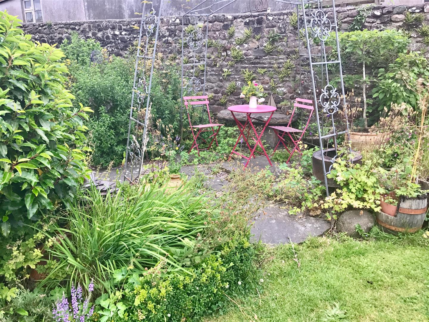 SIDE GARDEN AND SITTING AREA